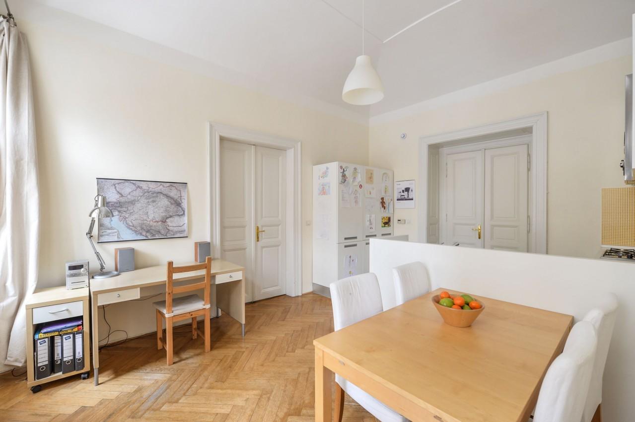 Slunný apartmán v klidné části pražských Vinohrad