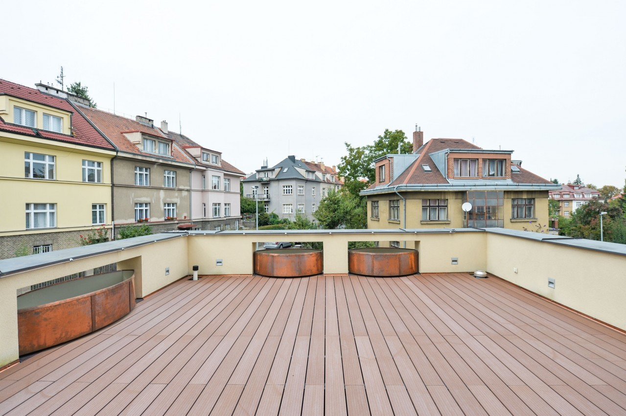 Byt s terasou v diplomatické čtvrti Hanspaulka