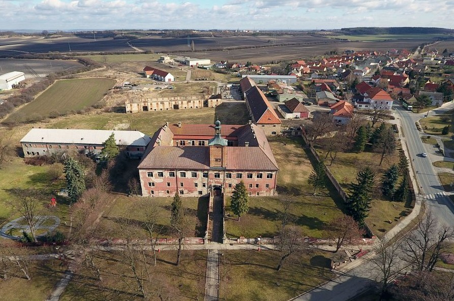 Investiční příležitost renesanční zámek s pozemky
