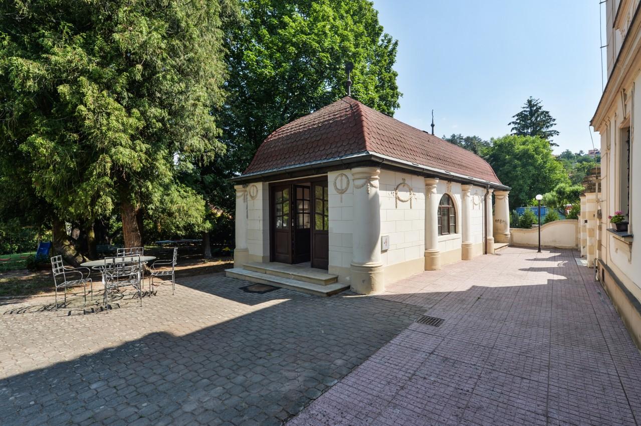Bydlení v zámeckém stylu nedaleko Prahy