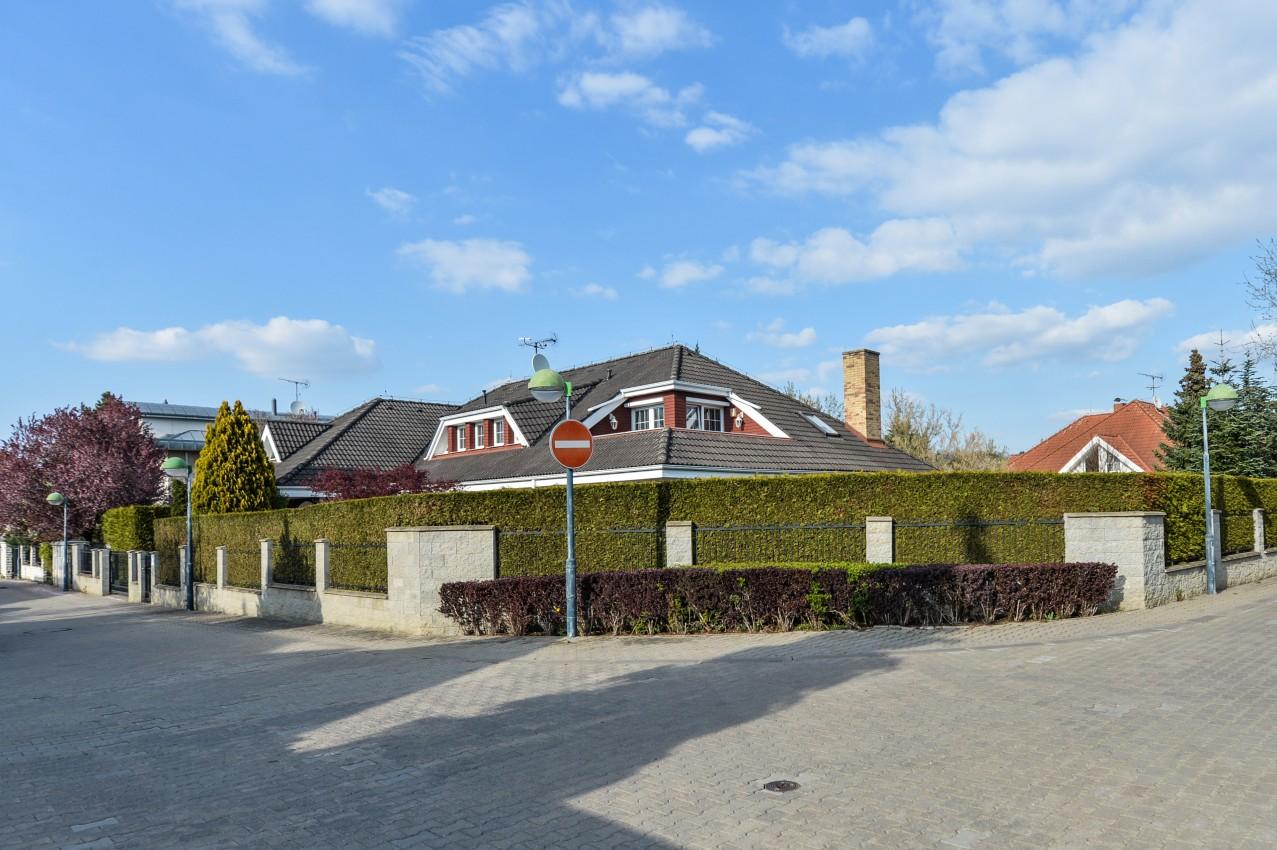 Rodinný dům nedaleko Průhonického zámeckého parku