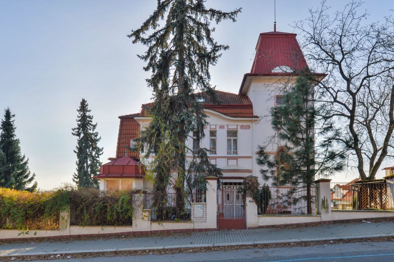 Vila před rekonstrukcí v klidné části Libně