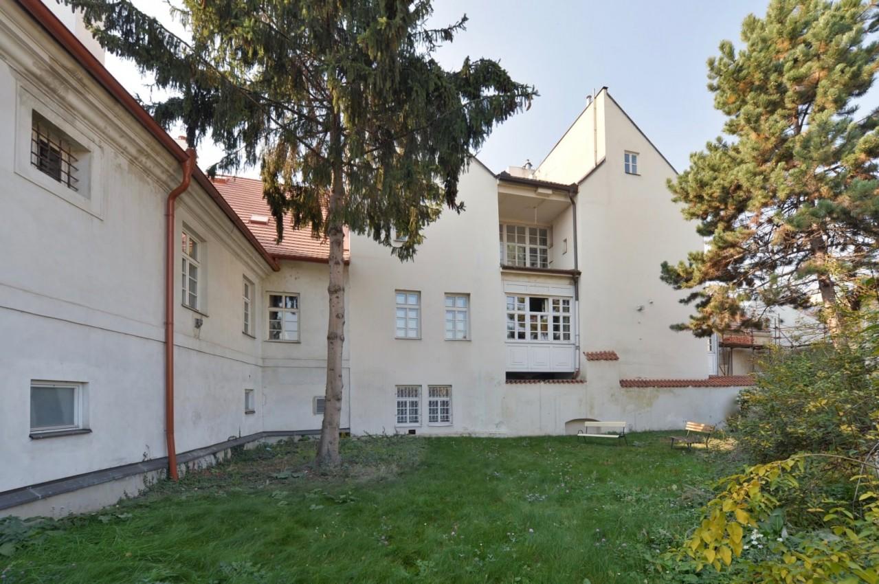 Stylové bydlení v historickém domě na Malé Straně